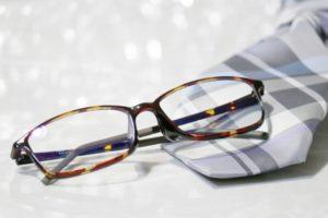 メガネとネクタイ